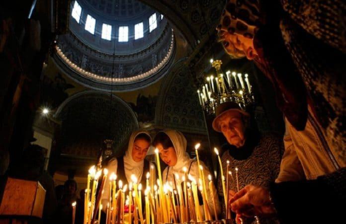 Православные верующие вступают в Рождественский пост