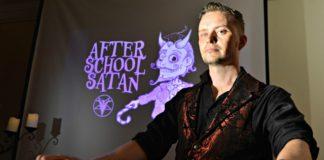 Внеклассные занятия клуба сатанистов для школьников США: Мы против!