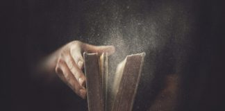 Не говори, что Бог молчит, если Библия на полке пыльная лежит