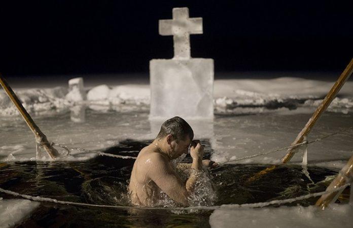 В крещенских купаниях в РФ участвовали более 1,8 млн. человек