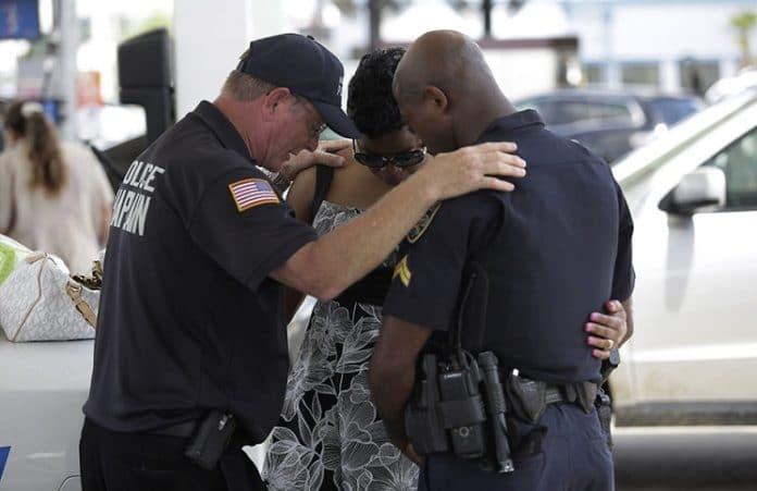 Пуэрто-Рико: полицейские отстояли право молиться на службе