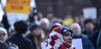 Мусульманам стали разрешать въезд в США после приостановки судьей указа Трампа