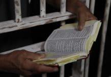 РФ: заключенные должны иметь свободу вероисповедания