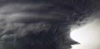 Калифорнию накрыла мощнейшая за четверть века буря