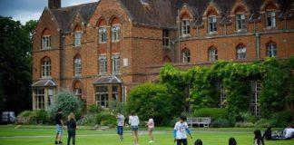 В Лондоне отменят христианские собрания в нескольких школах