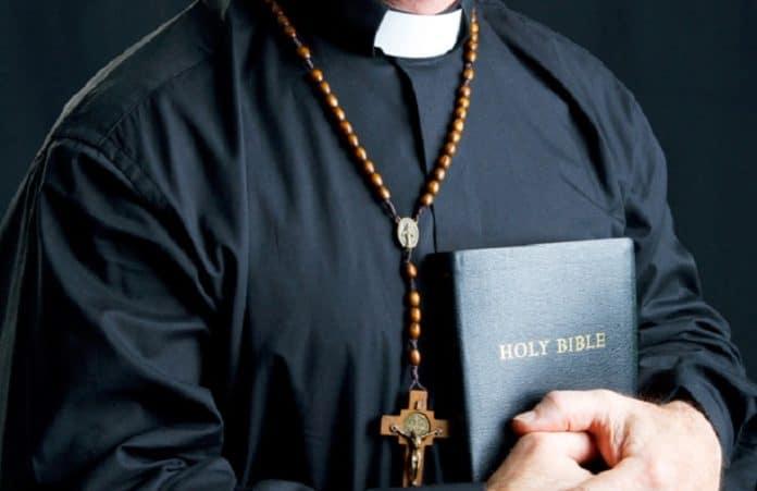 Служба священника в США становится мало популярной среди молодежи