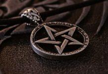 Студенты-сатанисты хотели провести церемонию «сжигания Библии»
