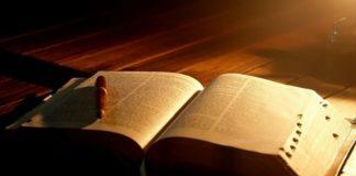 Губернатор Кентукки разрешил проводить в школах библейские курсы