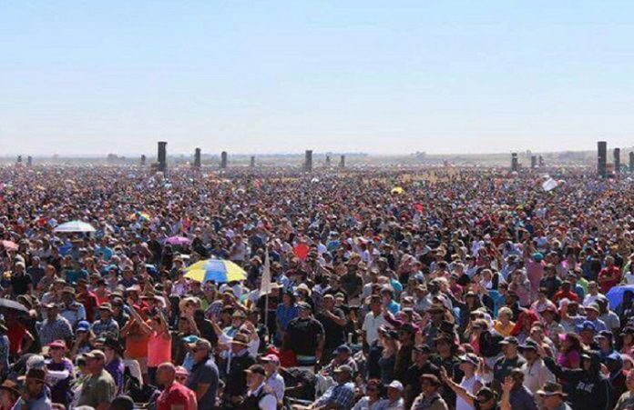 В ЮАР на молитвенное собрание пришли более 1 700 000 христиан