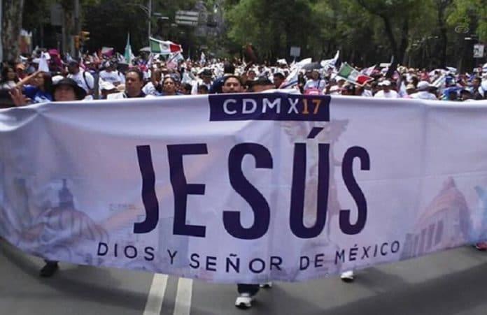 Тысячи христиан в Мехико прошли маршем, благословляя Израиль