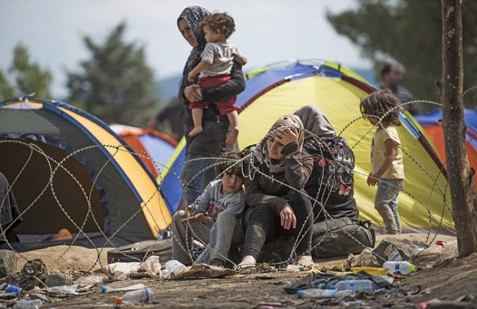 Церковь в Салониках служит мигрантам, принимая помощь со всего мира