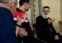 В Ираке священники работают на стойках, восстанавливая разрушенные села
