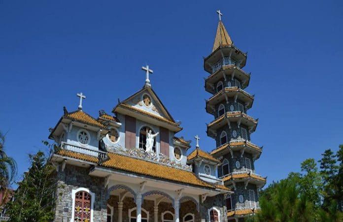 Во Вьетнаме полиция и чиновники совершили нападение на католический монастырь