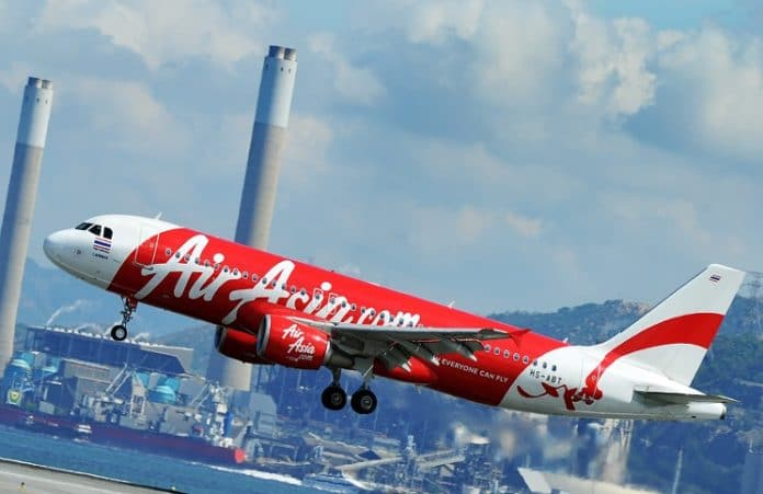 Пилот AirAsia попросил пассажиров помолиться о благополучном приземлении