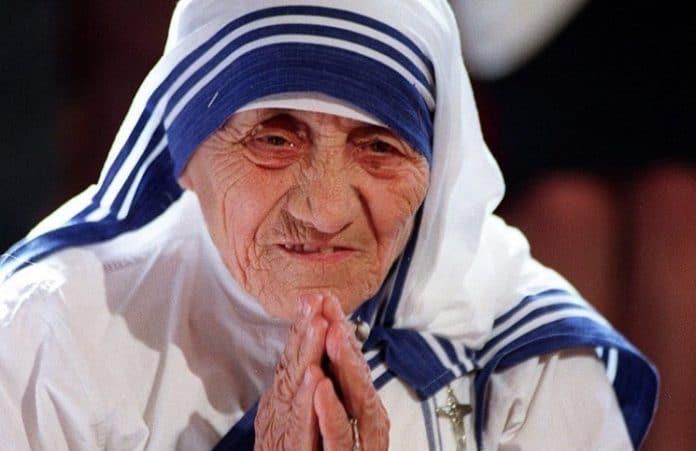 Дизайн одежды матери Терезы стал торговой маркой