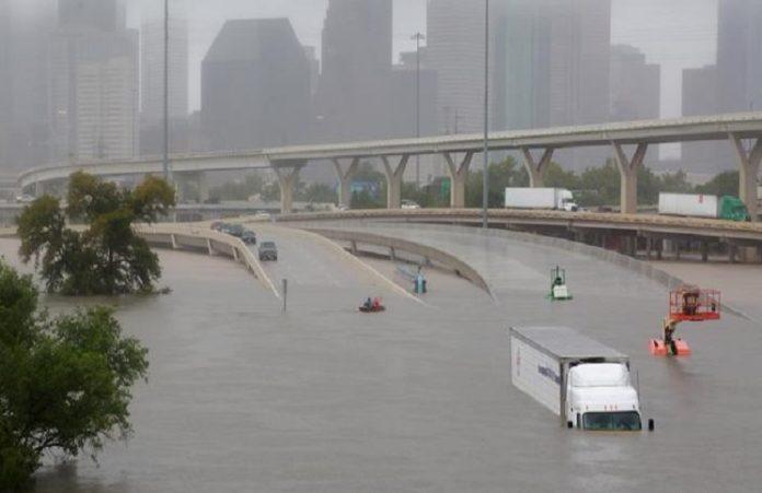 Христианские исполнители оказали поддержку жертвам урагана Харви
