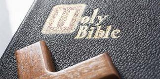 «Летающее» Евангелие: Церкви Южной Кореи перебрасывают писание северным соседям