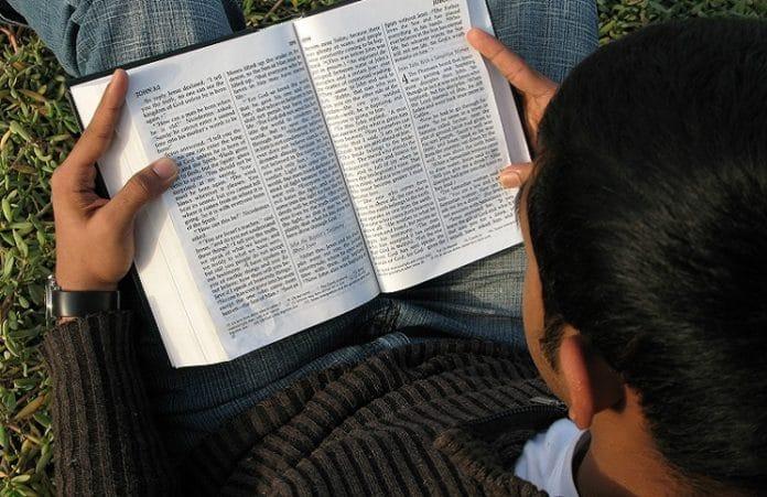 Христианство быстро распространяется среди молодежи в городах Ирана