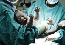 Мать отказалась от своей жизни ради рождения дочки