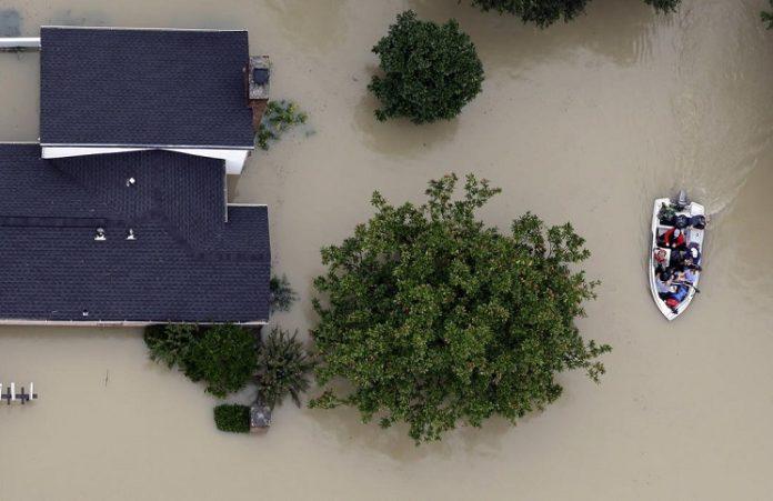Во время наводнения в Техасе мать ценой жизни спасла дочь