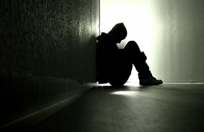 Популярного китайского музыканта Бог удержал от самоубийства