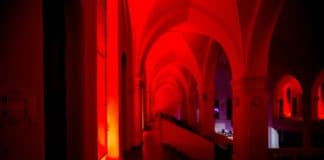 Напоминание о мучениках-христианах: церкви и школы будут подсвечены красным