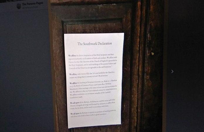 В Британии священники продолжают прибивать к дверям соборов свои тезисы
