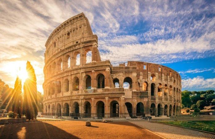 Римский Колизей будет подсвечен красным цветом