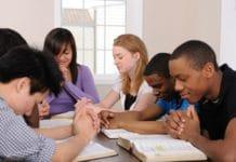 США: законодатели штата Кентукки вводят день студенческой молитвы