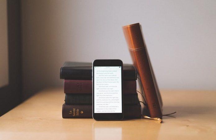 Христианку будут судить за то, что она объяснила, как скачать Библию