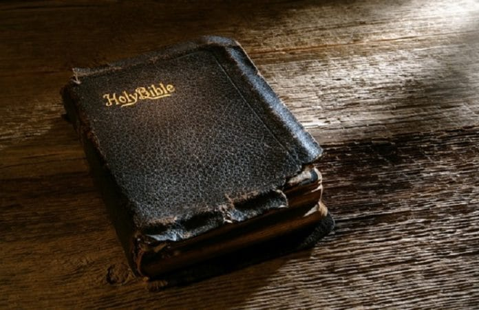 Куба отказалась принять груз из 17 тысяч Библий