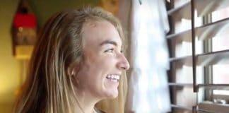 Девушка-подросток была осмеяна за распространение своей веры на YouTube