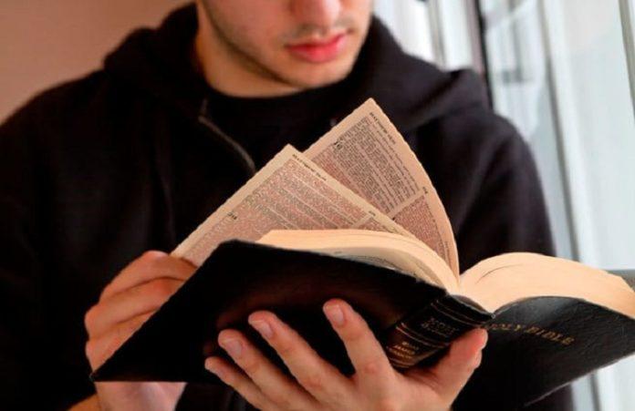 Библию включили в список книг, не рекомендованных к прочтению