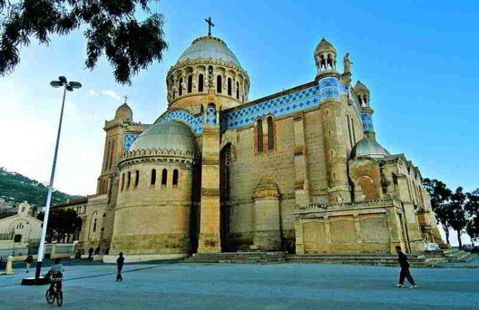Власти в Алжире закрыли третью христианскую церковь за полгода