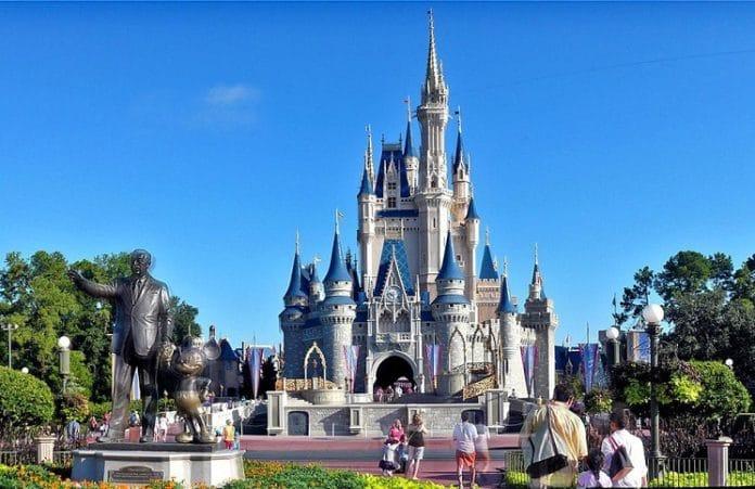 Парк Disney World впервые за 34 года отменил христианский концерт