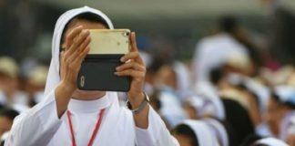 Папа Римский дал монахиням интсрукции по поведению в соцсетях