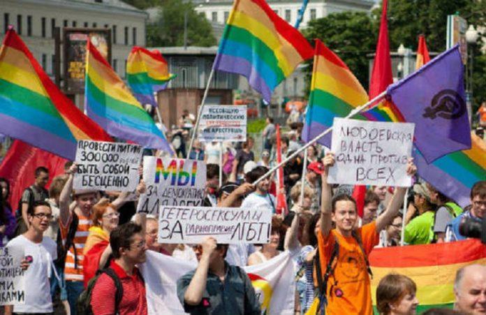 Гей-парад в Молдавии прошел до конца: противников разгоняли силой и газом