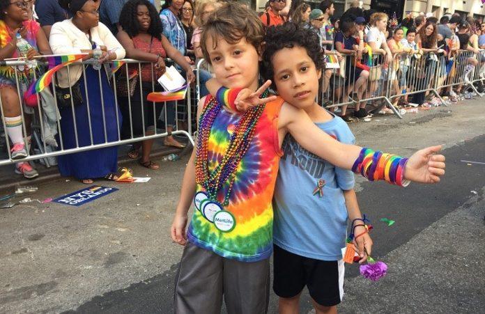 Школьникам в США разрешат менять пол и расу без ведома родителей