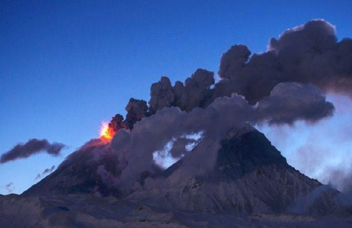 На Гавайях началось извержение самого активного вулкана в мире