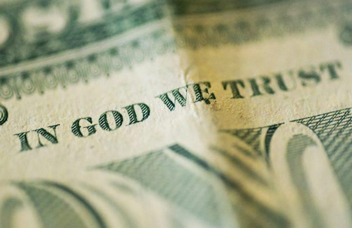 Сатанист потребовал убрать с доллара фразу «In God we trust»