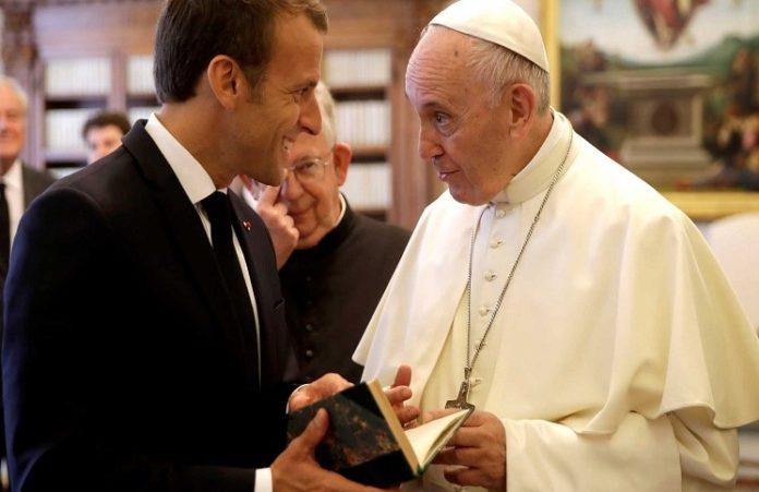 Папа Римский Франциск принял в Ватикане президента Франции Эммануэля Макрона