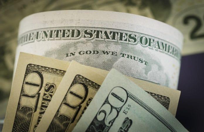 В США суд отклонил требование убрать с долларовой купюры фразу «In God we trust»